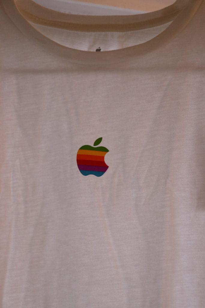 アップル限定Tシャツ