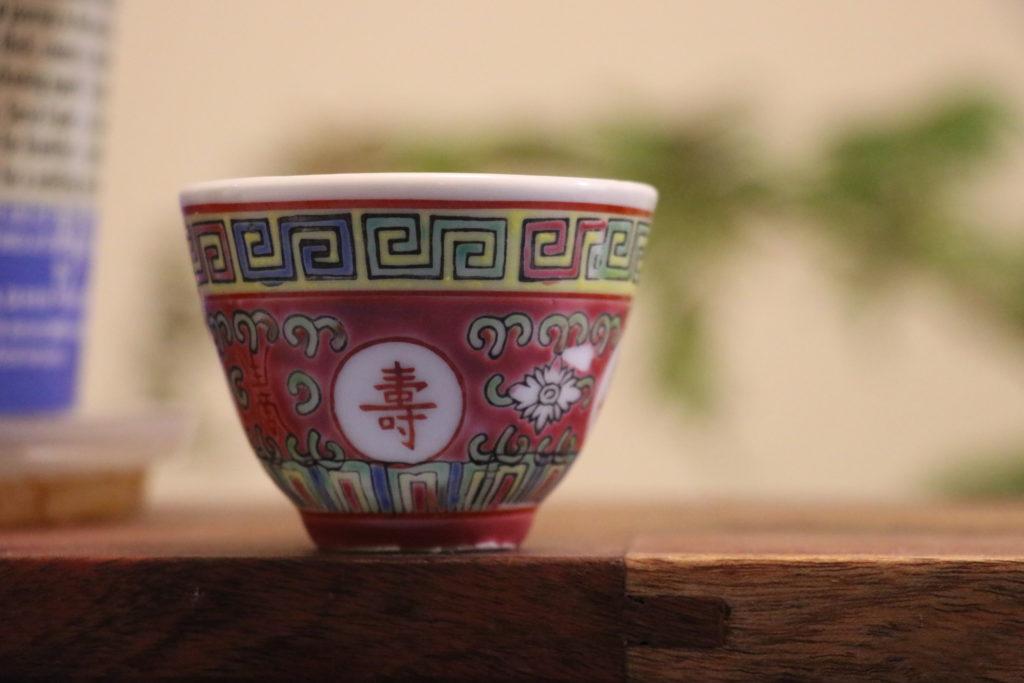 中国柄のコップ