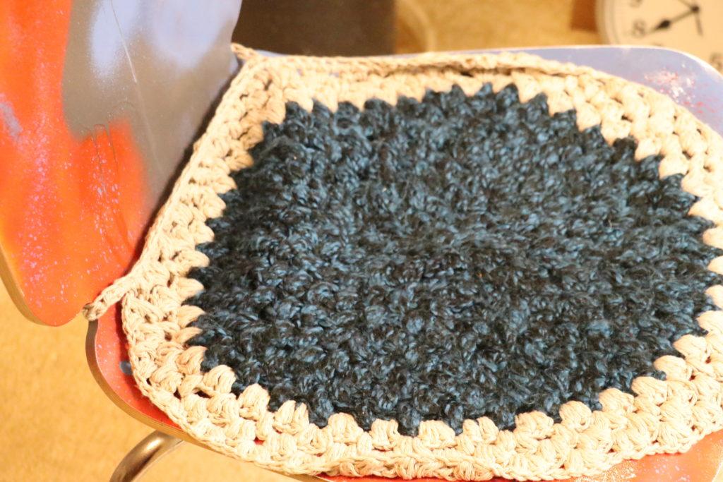 座布団、鍵編み