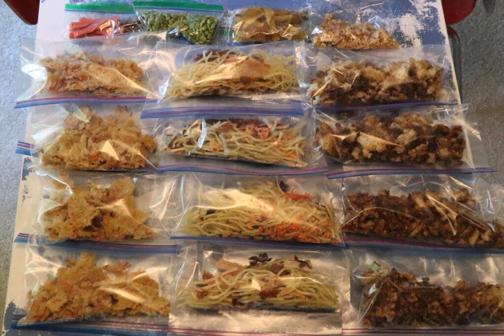 食品乾燥機、ドライフード作り、バックパッキング、フードディハイドレーター、うどん、カレー、カニカマ雑炊